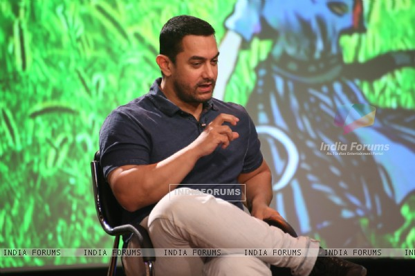 Aamir Khan interacts with the audience at Women's Day Special Show 'Beti BACHAO Beti PADHAO'
