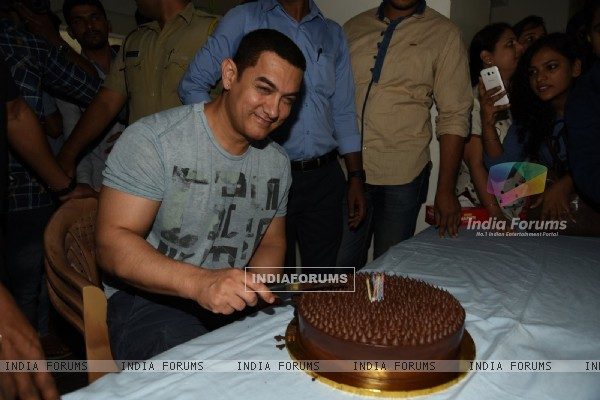 Aamir Khan Celebrates his Birthday with the Media