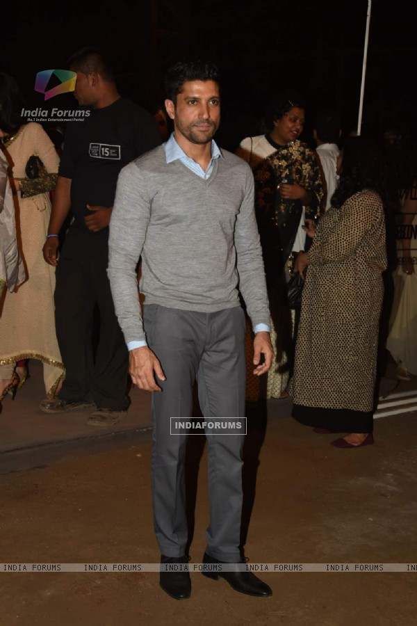 Farhan Akhtar poses for the media at LFW Opening Show for Sabyasachi Mukherjee