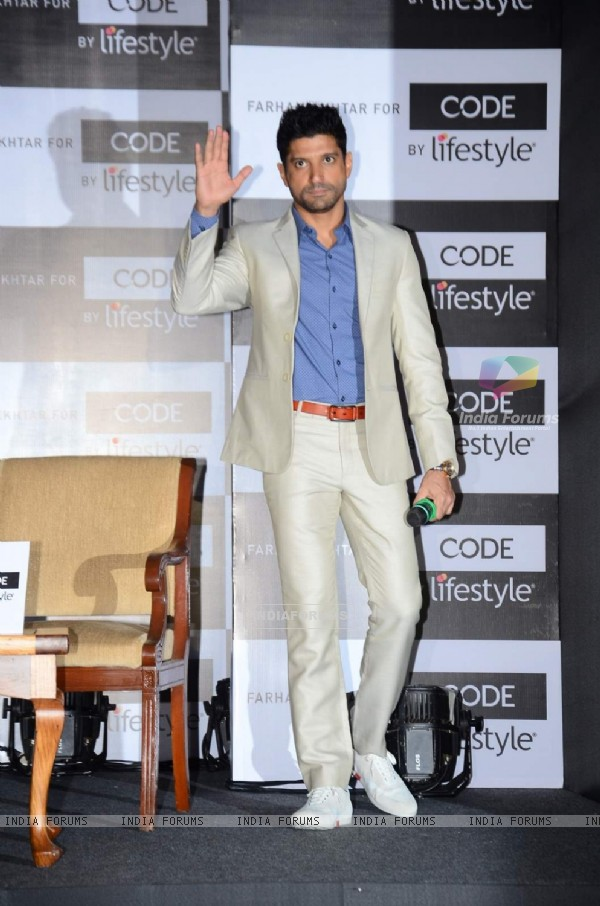 Farhan Akhtar waves to the audience at the Launch of Code for Lifestyle