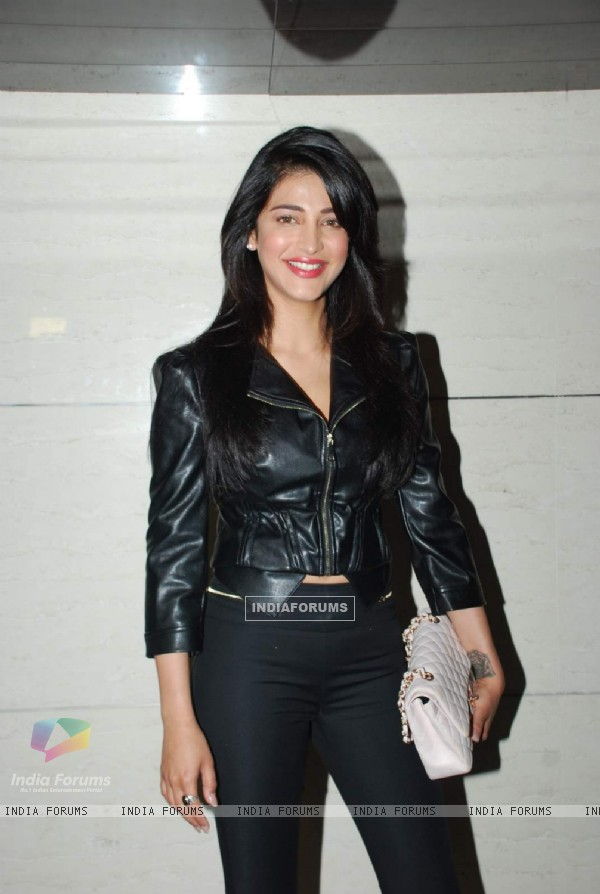 Shruti Haasan poses for the media at the Launch of Harry's Bar & Cafe