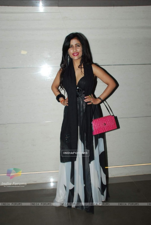 Shibani Kashyap poses  for the media at the Launch of Harry's Bar & Cafe