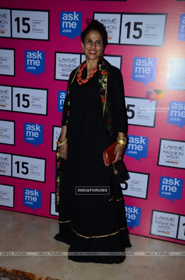 Shobha De poses for the media at the Grand Finale of Lakme Fashion Week 2015