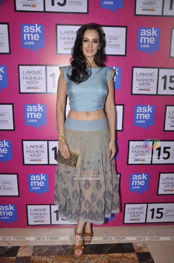 Evelyn Sharma poses for the media at the Grand Finale of Lakme Fashion Week 2015