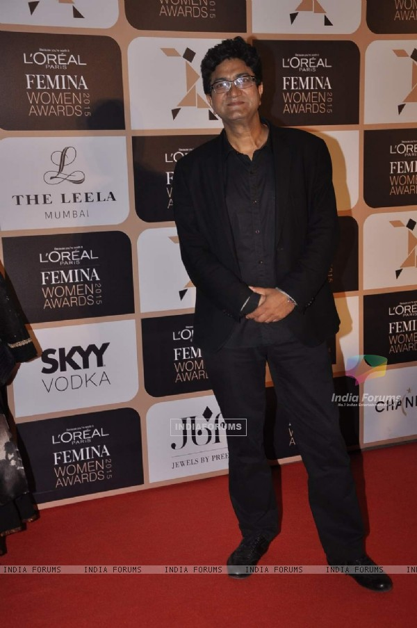 Prasoon Joshi poses for the media at L'Oreal Paris Femina Women Awards 2015