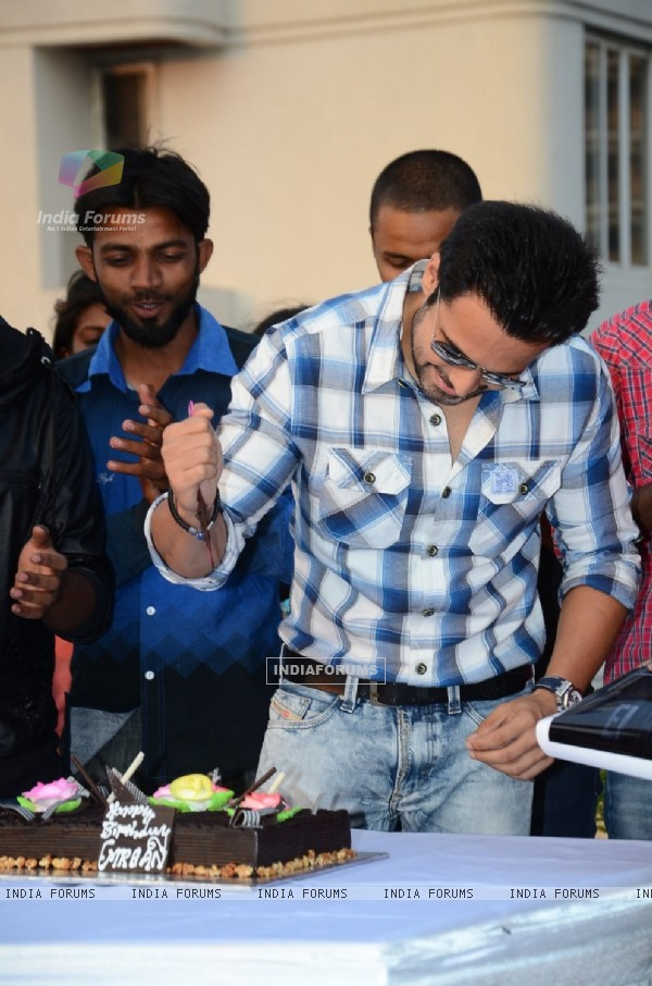 Emraan Hashmi cuts his Birthday cake with the Media