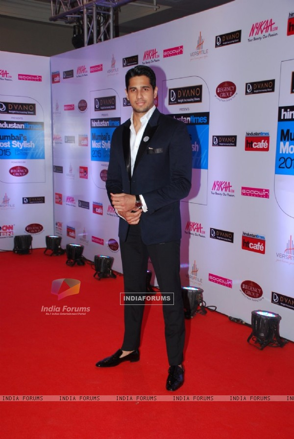 Sidharth Malhotra poses for the media at HT Style Awards 2015