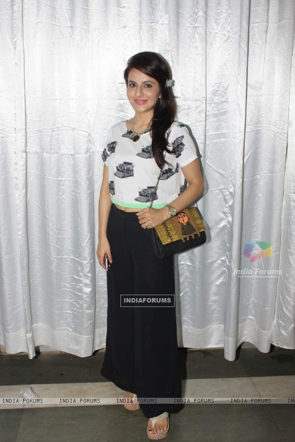 Roop Durgapal poses for the media at Milan Singh Concert
