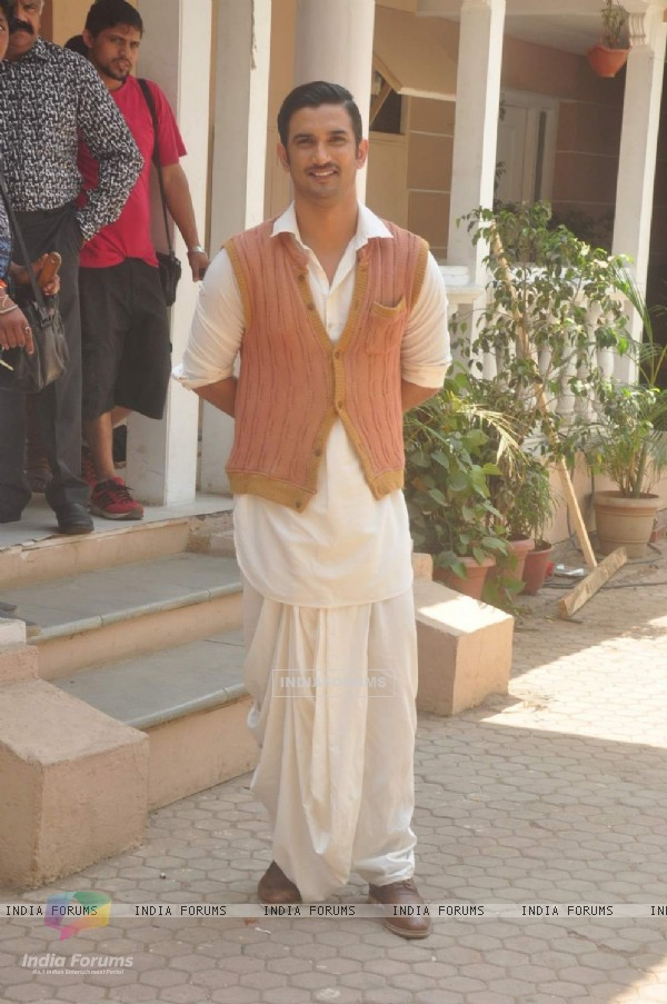 Sushant Singh Rajput poses for the media at the Promotions of Detective Byomkesh Bakshy! on CID