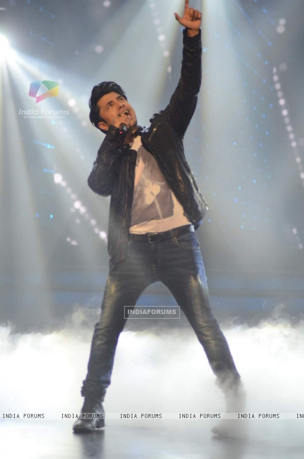 Ali Zafar performs at North America Sa Re Ga Ma Pa Finale