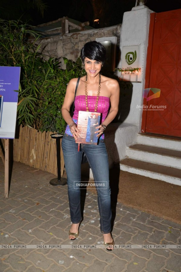 Mandira Bedi poses with the Book at Ronnie Screwvala's Book Reading