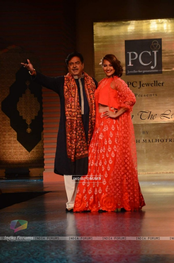 Shatrughan Sinha and Sonakshi Sinha walk the ramp at 'Mijwan-The Legacy'