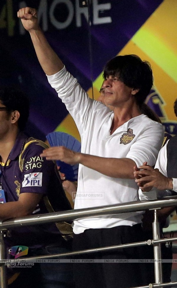 Shah Rukh Khan cheering up his Team for the 1st Match