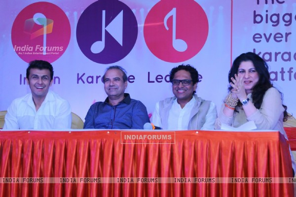 Sonu Niigam and Suresh Wadkar at IKL launch