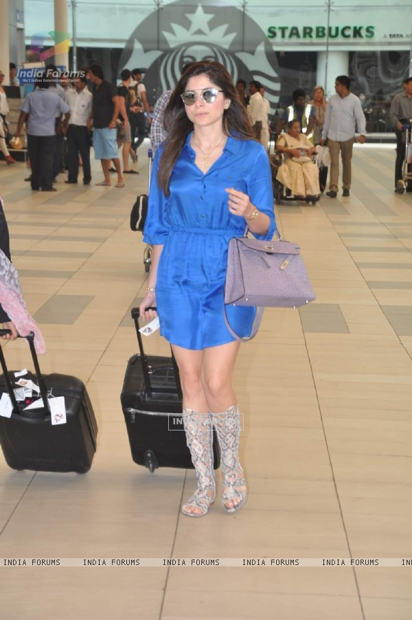 Kanika Kapoor Returns From Planet Hollywood