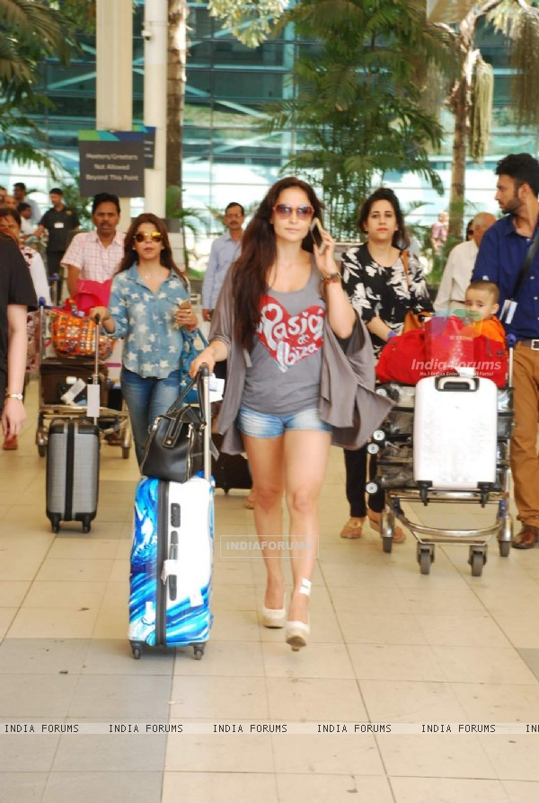 Elli Avram Returns From Planet Hollywood