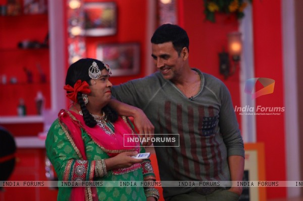 Akshay Kumar with Palak on Comedy Nights with Kapil