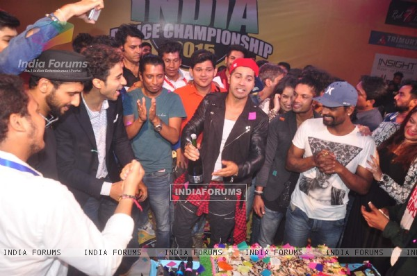 Varun Dhawan Cuts his Birthday Cake at All India Dance Championship