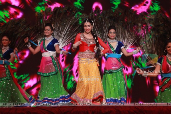 Pretty Shraddha Kapoor Dances at Shri Krishna Mahotsav 2015