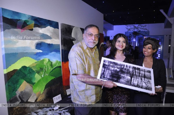 Celebs snapped at Prachi Pitre's Exhibition