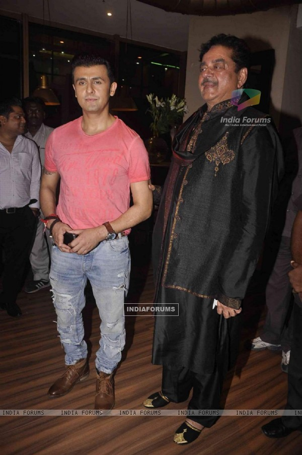 Shatrughan Sinha and Sonu Niigam Snapped at Amar Singh's Bash