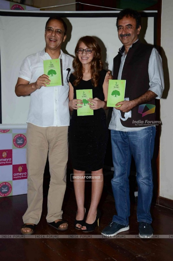 Vidhu Vinod Chopra and Rajkumar Hirani at Book Launch of Anushka Joshi