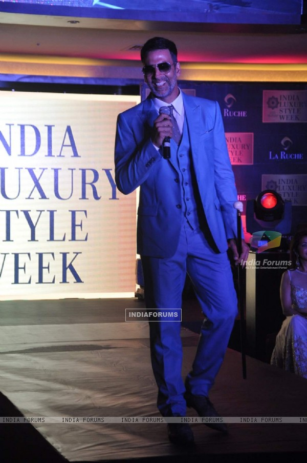 'The Handsome' Akshay Kumar Walks With his Classic Style at India Luxury Style Week