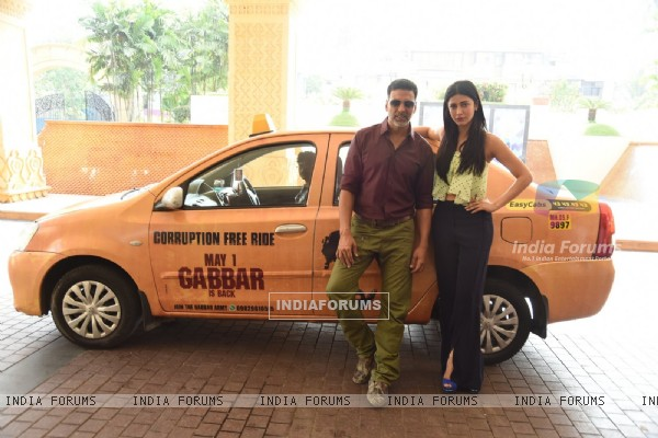 Akshay and Shruti Promoting Gabbar Is Back