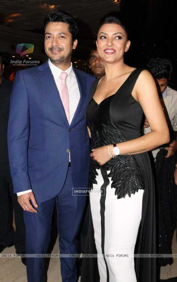 Sushmita Sen with her Co Star Snapped at the Premiere of her Film Nirbaak in Kolkatta