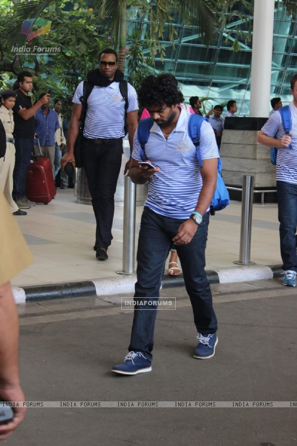 Lasith Malinga Snapped at Airport