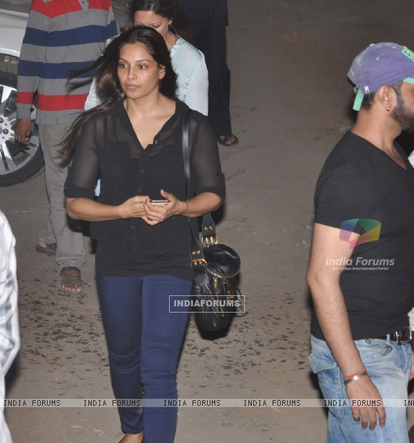 Bipasha Basu Visits Salman Khan at his Residence