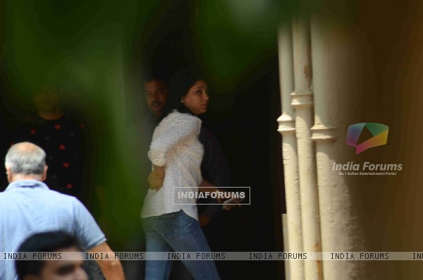 Priya Dutt Snapped at Salman's Residence (Galaxy Apartments)