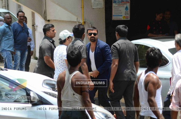 Ajaz Khan Snapped at Salman's Residence (Galaxy Apartments)