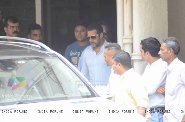 Celebs Snapped at Salman's Residence (Galaxy Apartments)