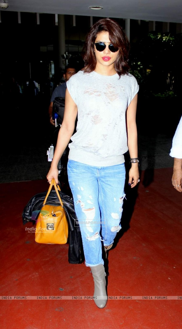 Priyanka Snapped at Airport