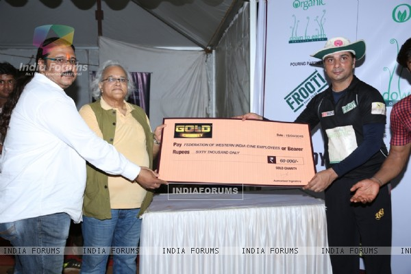 Varun Badola receives an award at Gold Charity Match