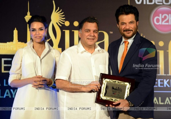 Raj Nayak felicitates Anil Kapoor at IIFA Malaysia Press Meet