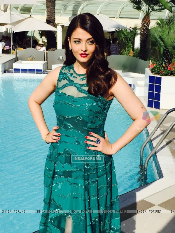 Aishwarya Rai Bachchan looks stunning in the green gown at Cannes Film Festival 2015