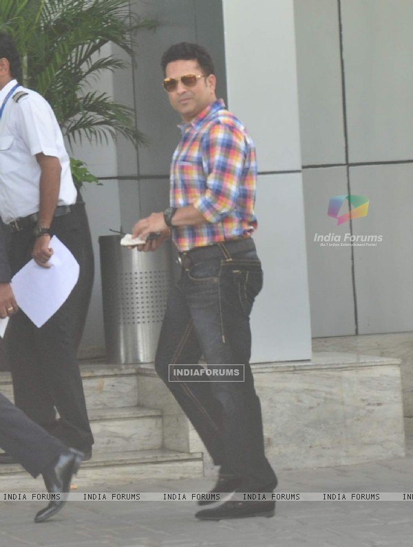 Sachin Tendulkar Snapped at Airport