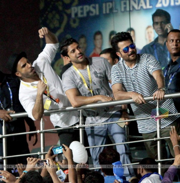 Dil Dhadakne Do Team Enjoys IPL's Last Match