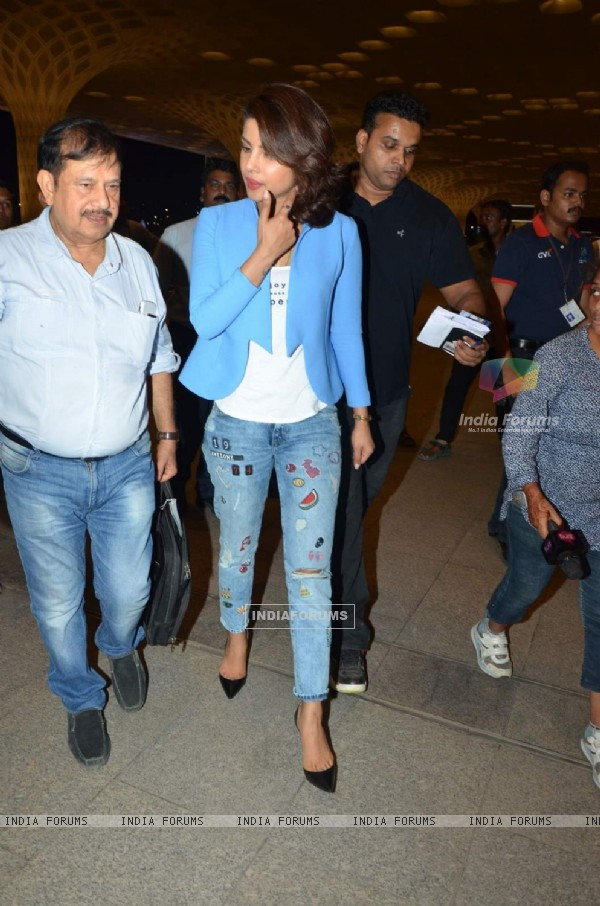 Priyanka Chopra Leaves for AIBA Awards