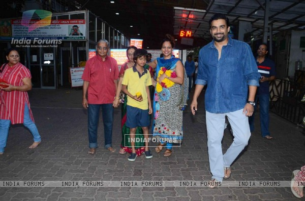 R. Madhavan with his Family at Siddhivinayak