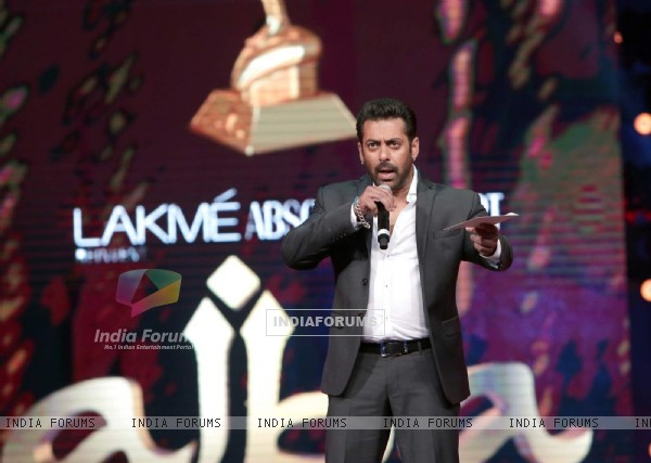 Salman Bhai! at AIBA Awards