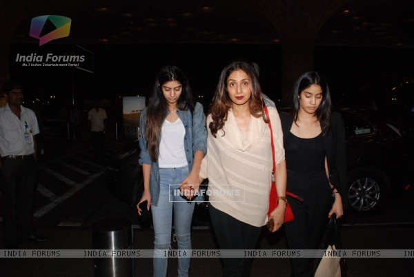 Sridevi was snapped with daughters at Airport while leaving for IIFA 2015