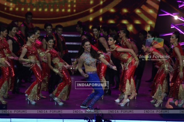 Lauren Gottlieb Dances at IIFA Awards Ceremony