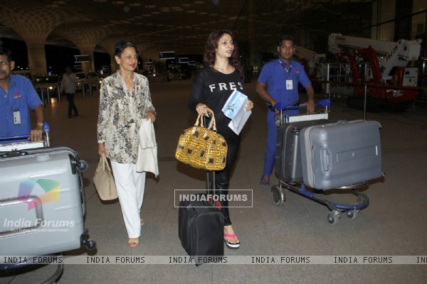 Tanisha and Tanuja Snapped at Airport