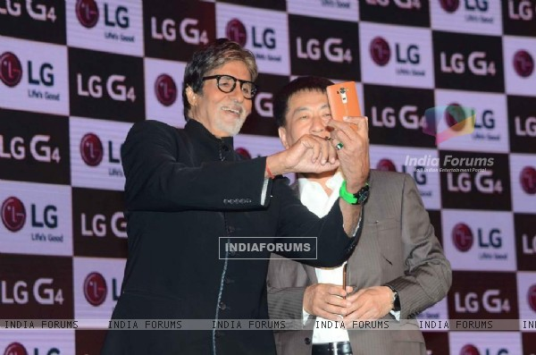 Amitabh Bachchan Clicks a Selfie at Launch of LG Smartphone