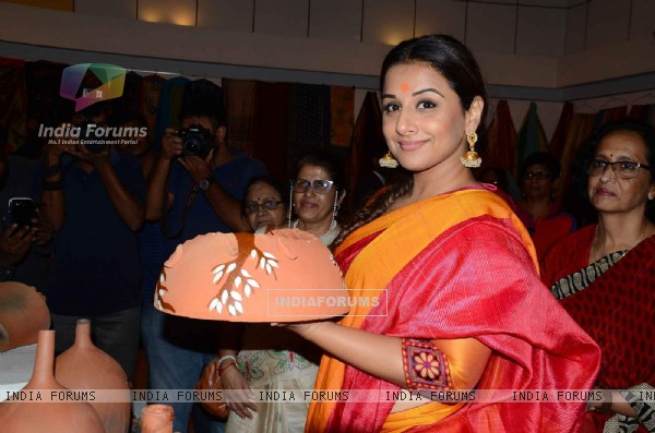 Vidya Balan at Craft Exhibition