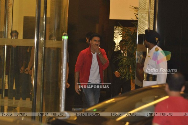 Ranveer Singh at Birthday Bash of Arjun Kapoor!