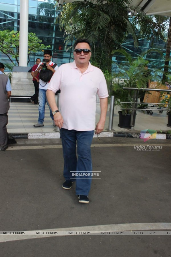 Rishi Kapoor Snapped at Airport